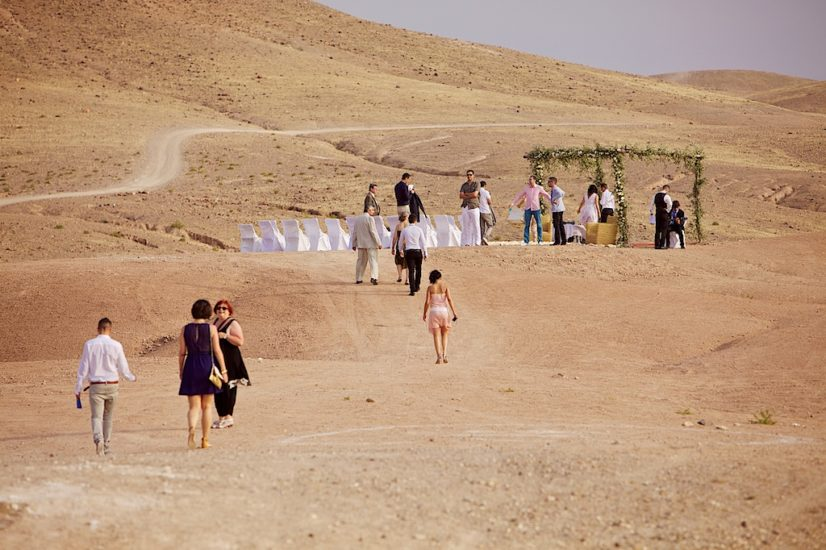 wedding in Marrakech ceremony desert La Pause ©lasdecoeur