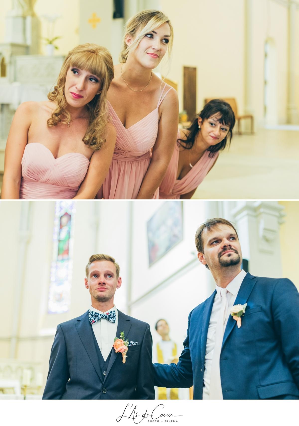 Ceremonie eglise entrée mariée émotion photographe Mariage Lyon ©lasdecoeur