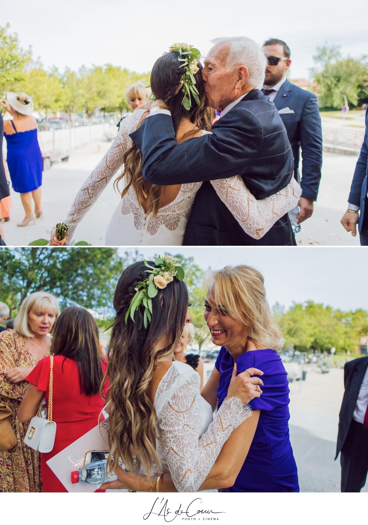 Cérémonie église sortie des mariés photographe Mariage Lyon ©lasdecoeur