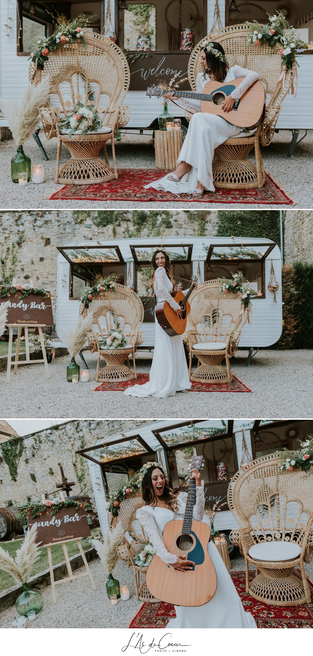 Mariage bohème chic decor caravane fauteuil Emmanuelle château de la Gallée photographe Mariage Lyon ©lasdecoeur