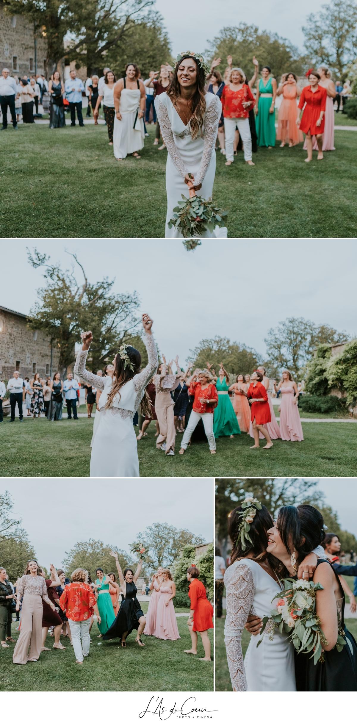 lancé de bouquet Mariage bohème château de la Gallée photographe Mariage Lyon ©lasdecoeur