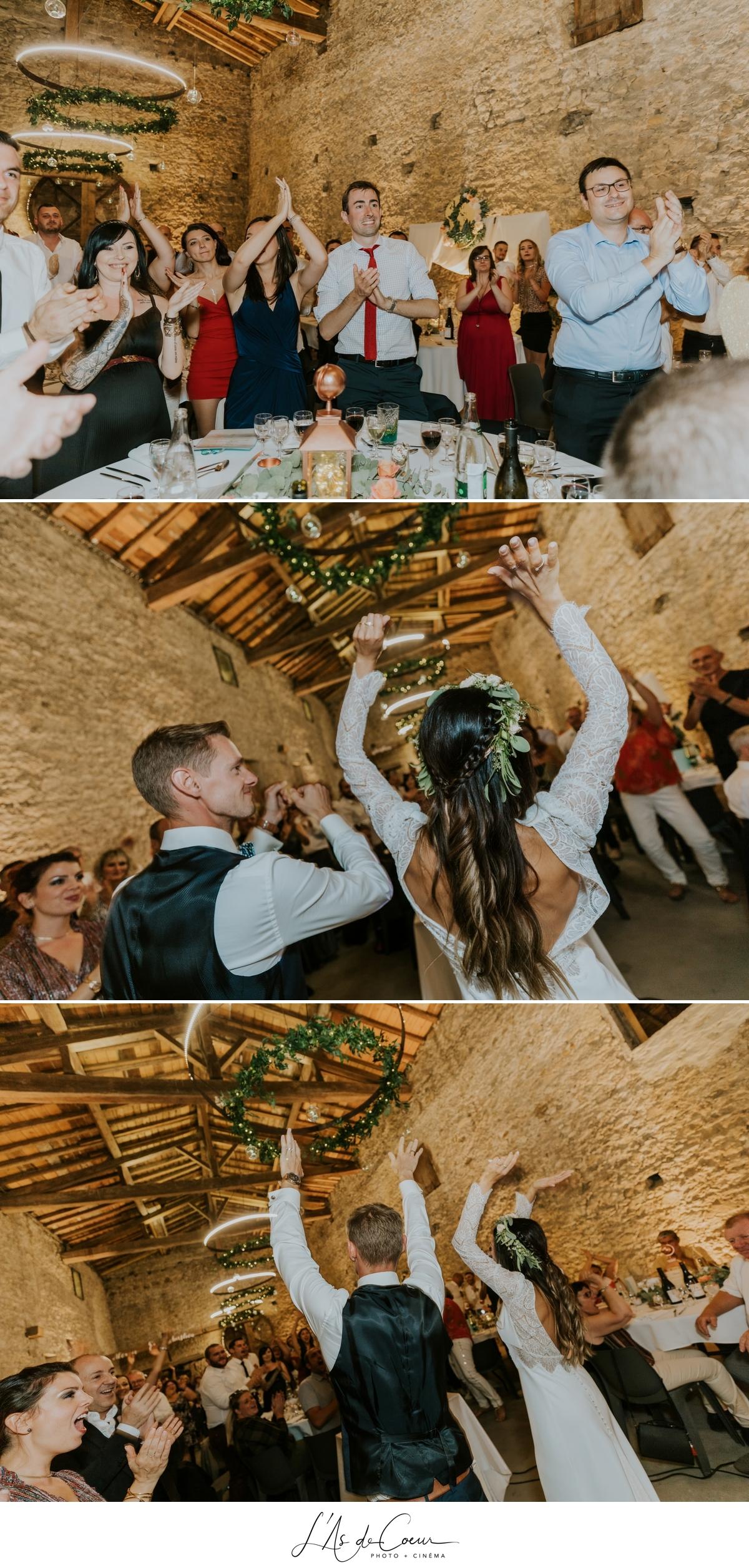 entrée des mariés mariage bohème château de la Gallée photographe Mariage Lyon ©lasdecoeur
